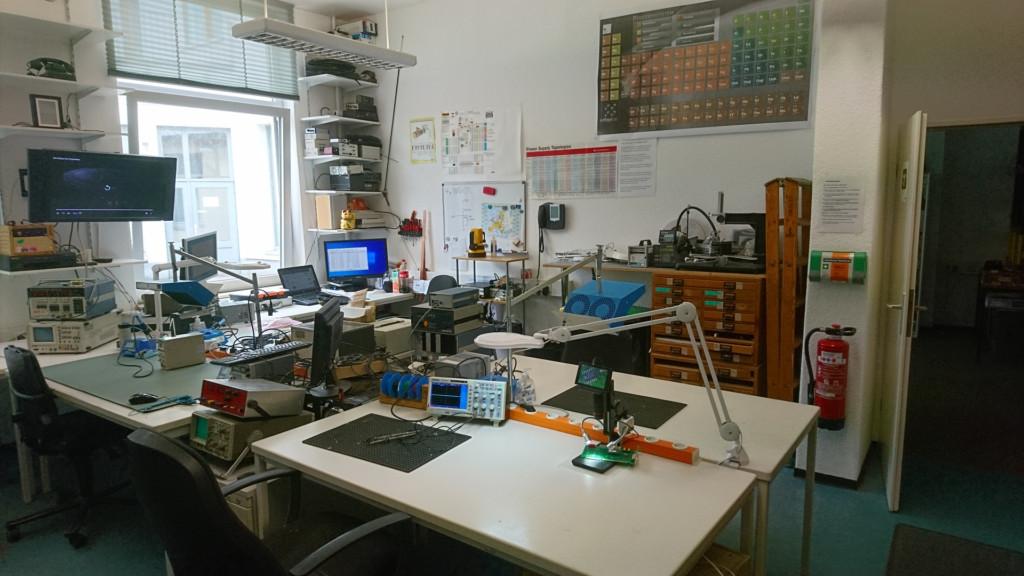 Elektronikarbeitsplätze mit guter Ausstattung