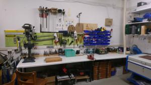 Bohrer, Sägen und anderes Werkzeug zur Holz- und Metallbearbeitung