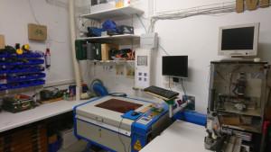 Lasercutter, Regal mit Werkzeugen und unsere kleine CNC-Fräse