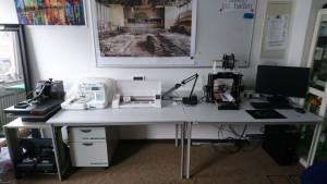 Bügelpresse, Näh- und Stickmaschine und Schneidplotter